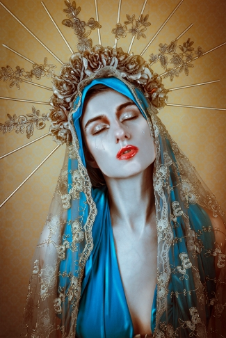 Model: Sara Scarlet Make-up: Sylvia Stigter Headpiece: Patine Noir