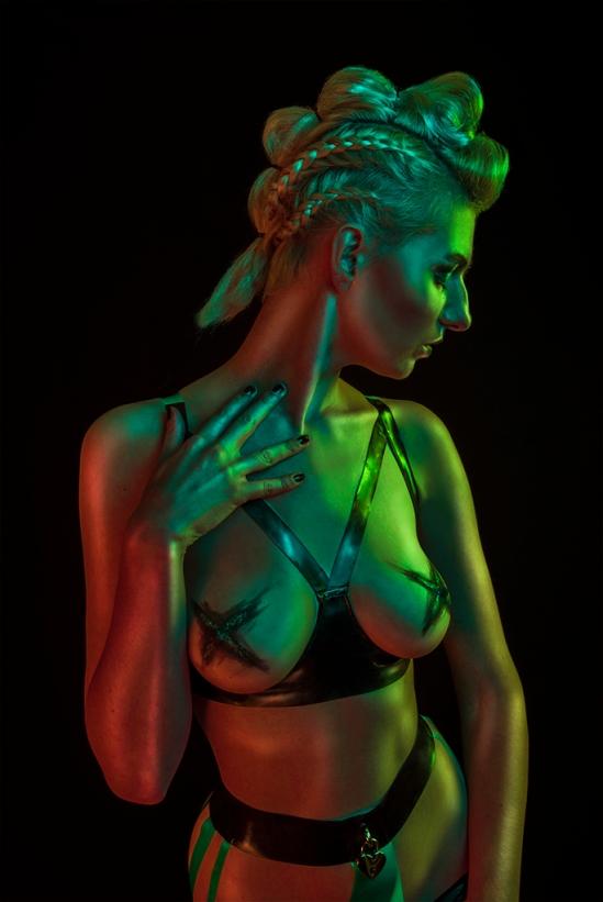 model: Sara Scarlet, make-up: Vixen's Creations, latex: Jasmine Suzanna, haar: Julia Lion Hair